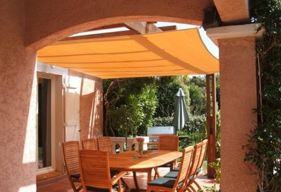 La voile d'ombrage toile solaire vous fourni l'ombre fraîche